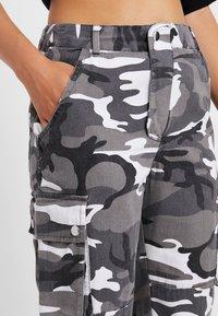 New Look Petite - CAMO UTLITY CUFF - Trousers - black - 5