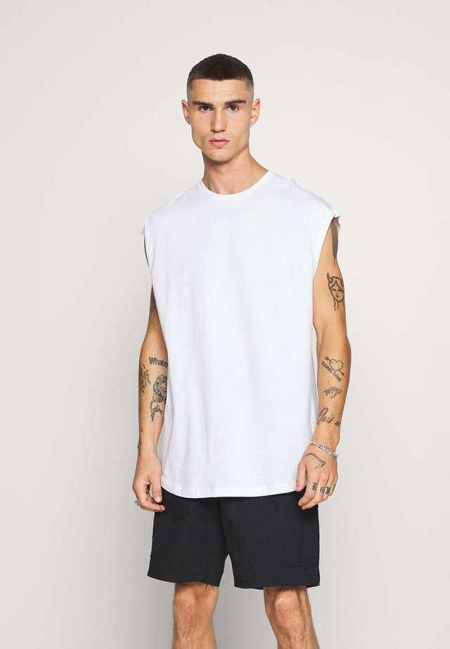 JCOEYAL TEE - Camiseta estampada - white/box fit