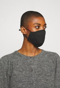 Guess - SINGLE FACEMASK UNISEX - Stoffen mondkapje - jet black - 1