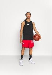 Nike Performance - NBA CHICAGO BULLS SHORT - Squadra - university red/black/white - 1