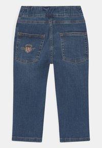 GANT - ARCHIVE SHIELD UNISEX - Slim fit jeans - semi light indigo - 1