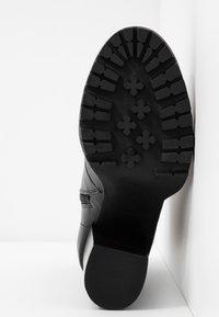 Steve Madden - LATCH - Kotníková obuv na vysokém podpatku - black - 6