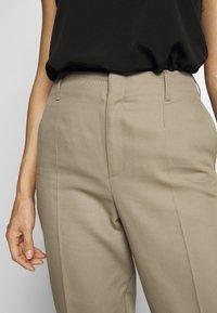 Filippa K - KARLIE TROUSER - Spodnie materiałowe - khaki - 3
