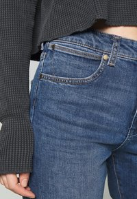 Wrangler - BOYFRIEND - Jeans relaxed fit - blue denim - 5