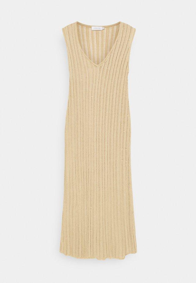 CORALIE DRESS - Stickad klänning - safari