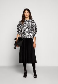 Proenza Schouler White Label - PRINTED PLEATED LONG SKIRT - A-line skirt - black - 1