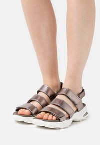 Skechers Sport - D'LITE ULTRA - Platform sandals - pewter metallic - 0