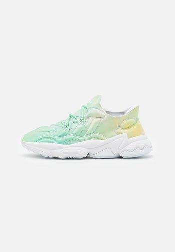 OZWEEGO TECH UNISEX - Sneakersy niskie - footwear white
