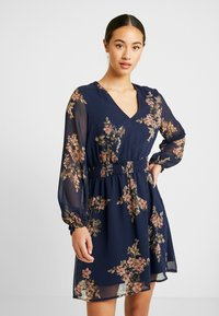 Vero Moda - VMALLIE SHORT SMOCK DRESS - Robe d'été - navy blazer - 0