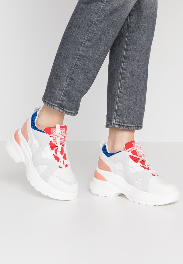 LUANA - Sneakersy niskie - actled white/rouse cobalt