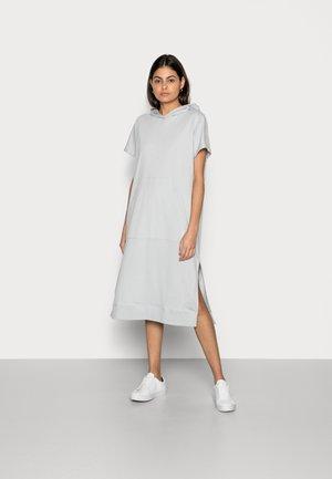 Žerzejové šaty - spring water