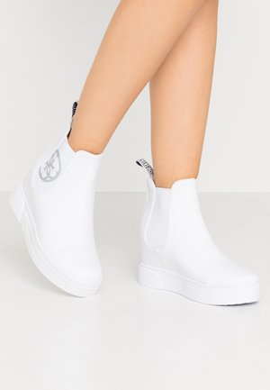 FRENZE - Wedge Ankle Boots - white