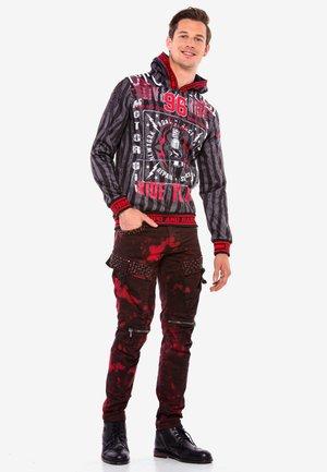ROCKIGEN DESIGN - Slim fit jeans - burgunder