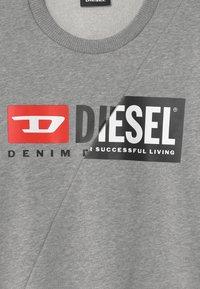 Diesel - SGIRKCUTY OVER UNISEX - Sweatshirts - grigio melange nuovo - 2