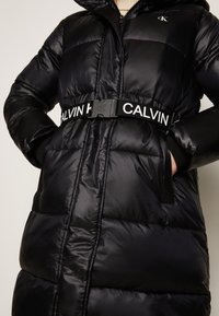 Calvin Klein Jeans - LOGO BELT WAISTED LONG PUFFER - Winter coat - black - 5