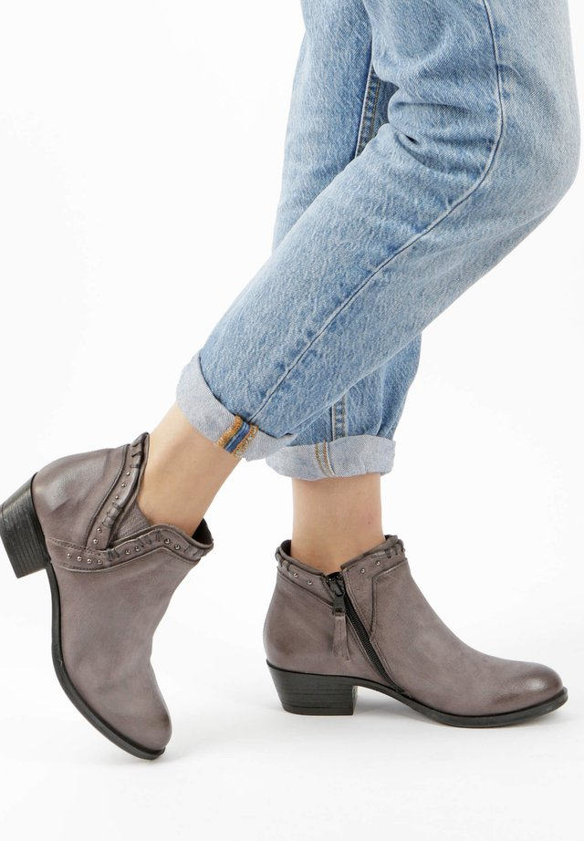 Ankle boots - dirty