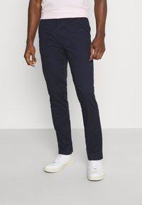 Selected Homme - SLHSLIM DEREK PANTS  - Chino - navy blazer - 0
