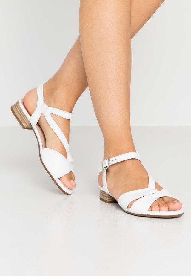 Sandaalit nilkkaremmillä - las vegas weiß