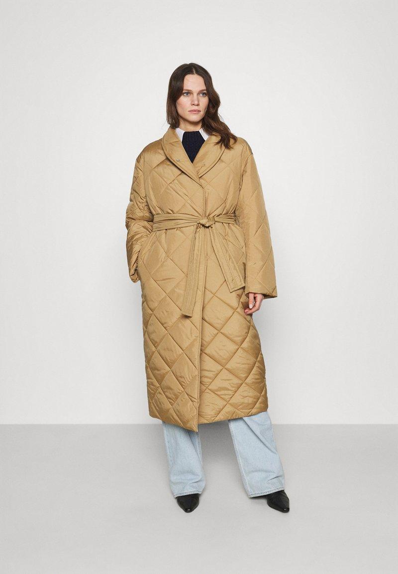 ARKET - Classic coat - beige