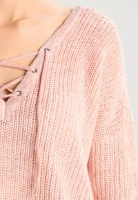 ONLY - ONLPEYTON LACE UP - Strickpullover - rose dawn/w. white melange - 3
