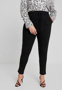ONLY Carmakoma - CARGOLDTRASH PANEL PANT - Pantalon de survêtement - black - 0
