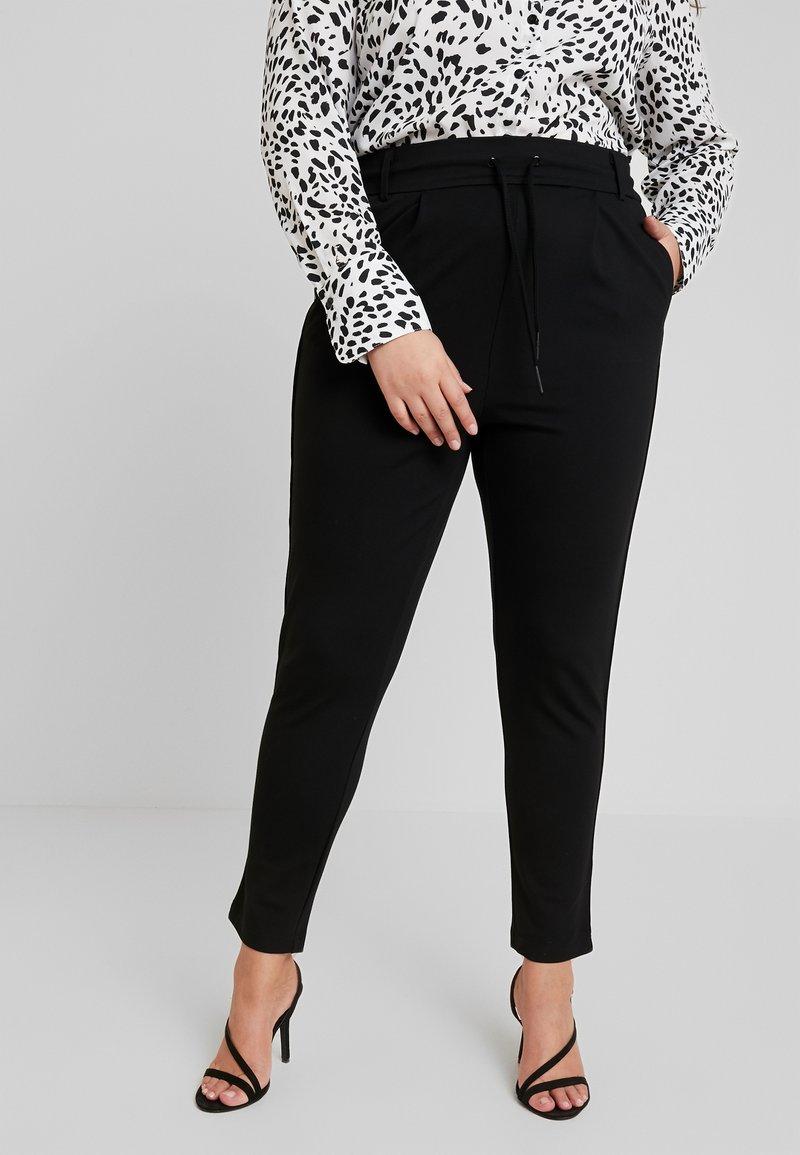 ONLY Carmakoma - CARGOLDTRASH PANEL PANT - Pantalon de survêtement - black