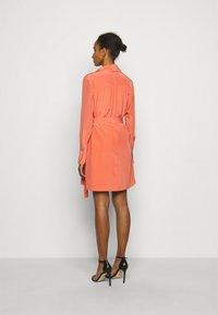 Victoria Victoria Beckham - PLEATED DRESS - Vestito elegante - lychee pink - 2