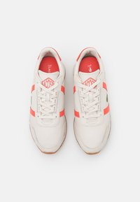 Lacoste - PARTNER RETRO - Trainers - offwhite/pink - 4