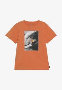 Billabong - THE INSIDE TEE - Camiseta estampada - sunset - 3