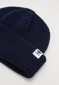 adidas Originals - SHORTY BEANIE - Czapka - conavy/white - 2