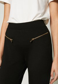 Even&Odd - ZIP PUNTO LEGGINGS - Leggings - black - 4