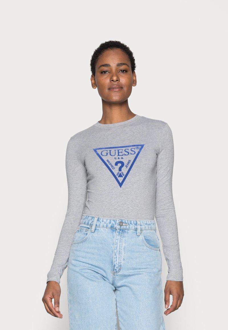 Guess - KUMIKO - Langærmede T-shirts - stone heather grey
