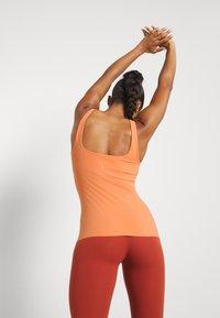 Nike Performance - THE YOGA LUXE TANK - Top - healing orange/apricot agate - 3