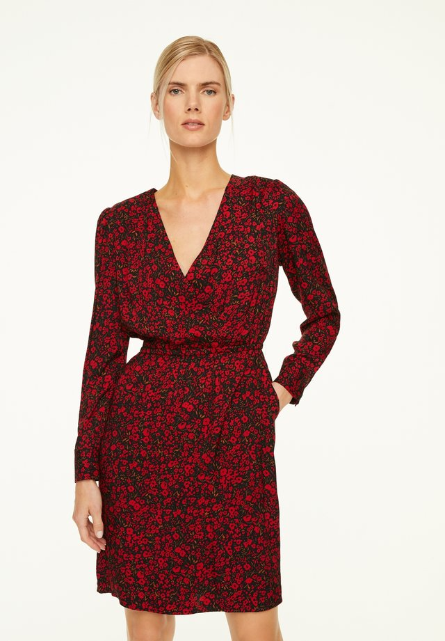 MIT CACHE-COEUR-AUSSCHNITT - Day dress - red small roses