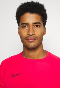Nike Performance - ACADEMY 21 - Print T-shirt - siren red/black - 3