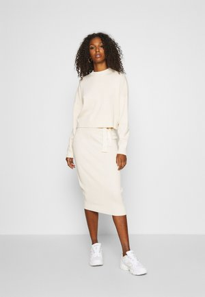FUNNEL NECK CROPPED JUMPER AND TIE WAIST MIDI SKIRT SET - Pullover - cream