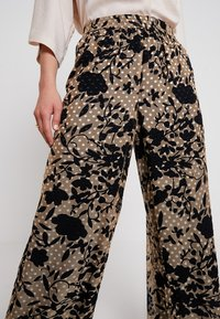 Karen by Simonsen - LUCKY PANTS - Bukser - cork - 4