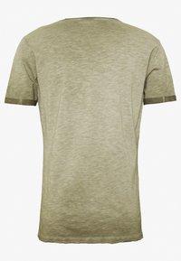 Key Largo - PRAYER ROUND - Print T-shirt - mil green - 1