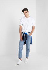 Joseph - CREW PERFECT TEE - T-Shirt basic - white - 1