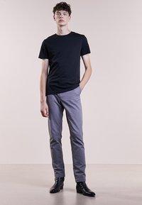 Bruuns Bazaar - GUSTAV - Jednoduché triko - black - 1