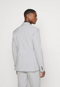 Isaac Dewhirst - PLAIN LIGHT SUIT - Completo - grey - 3