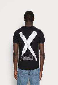 Pier One - Print T-shirt - black - 2
