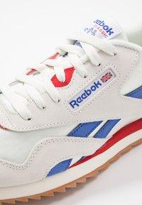 Reebok Classic - CL RIPPLE - Baskets basses - chalk/white/red - 5