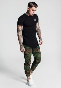 SIKSILK - FITTED CUFF PANTS - Cargo trousers - camo - 1