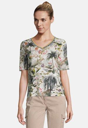 MIT RIPPBÜNDCHEN - T-shirt print - nature/khaki