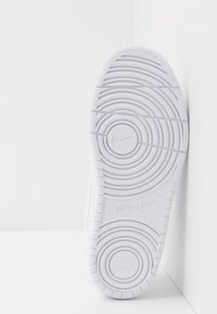 Nike Sportswear - COURT BOROUGH  - Zapatillas - white - 5