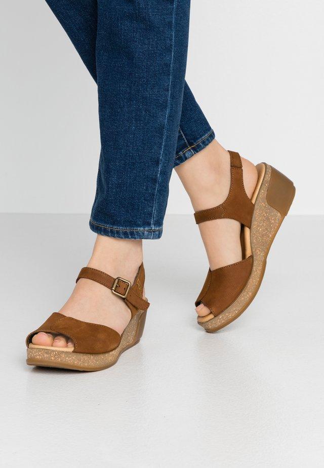 LEAVES - Korkeakorkoiset sandaalit - wood