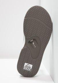 Reef - Sandály s odděleným palcem - grey/white - 4