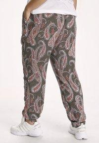 Kaffe Curve - AMI  - Trousers - grape leaf paisley print - 2