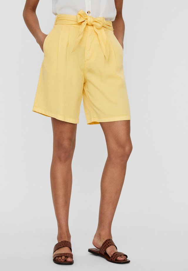 Denim shorts - banana cream